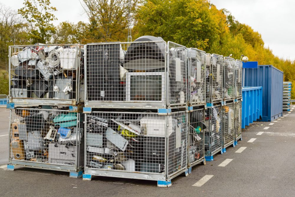 4 things you need to know to deal with batteries and electronic waste